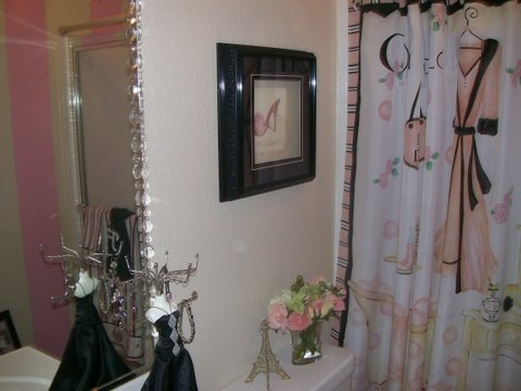 Bathroom decor ideas for teens for Teen bathroom pictures