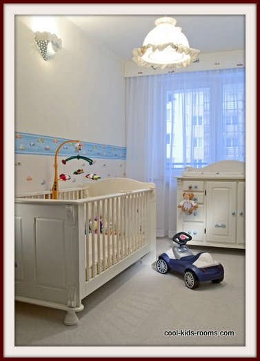 Baby Crib With Adjustable Railing