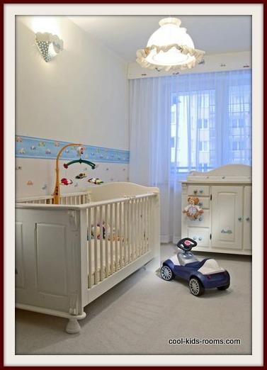 Baby Crib With Adjustable Railing