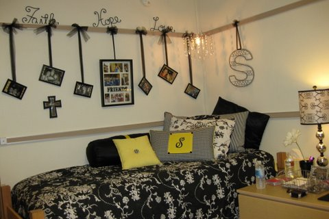 dorm room bedding, wall decor, dorm decorating ideas, girl's room