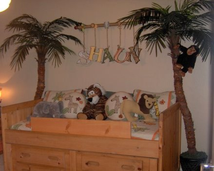 Jungle themed bedroom for babies and toddlers
