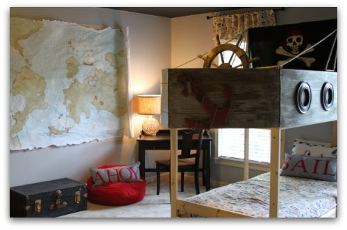 pirate theme bedroom, pirate map, pirate bed