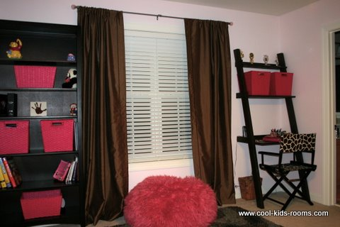 Pink and brown teen girl bedroom decorating for Brown and red bedroom decorating ideas