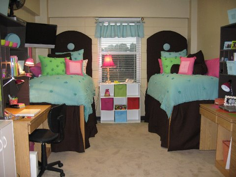 ideas for decorating dorm rooms, fun colors