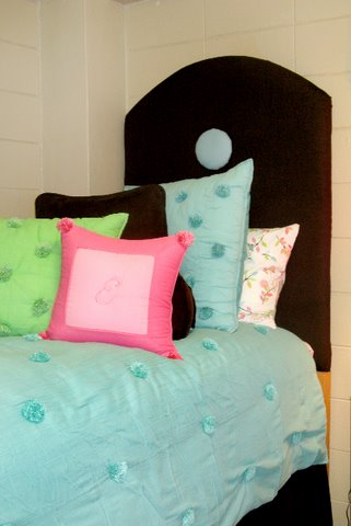 dorm room designs, homemade headboards, dorm room bedding, girl's dorm room