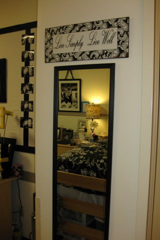 use mirrors to bounce light around the room, ideas for decorating dorm rooms