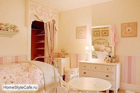 Girl's bedroom in soft pink