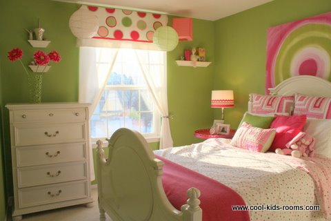 Green and pink bedroom for teen girl
